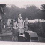 Oma Menkveld met kinderwagen